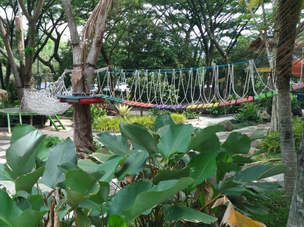 wahana outbond jembatan gantung