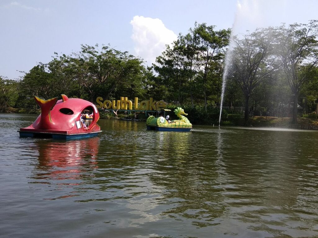 Sepeda air di South Lake Park
