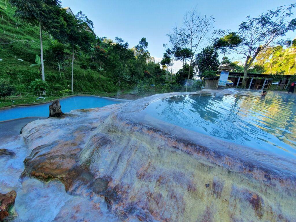 Kolam air panas curug cipanas lembang