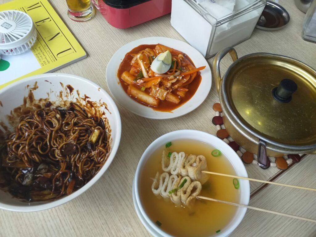 Odeng, jjangmyeon, tteokbokki