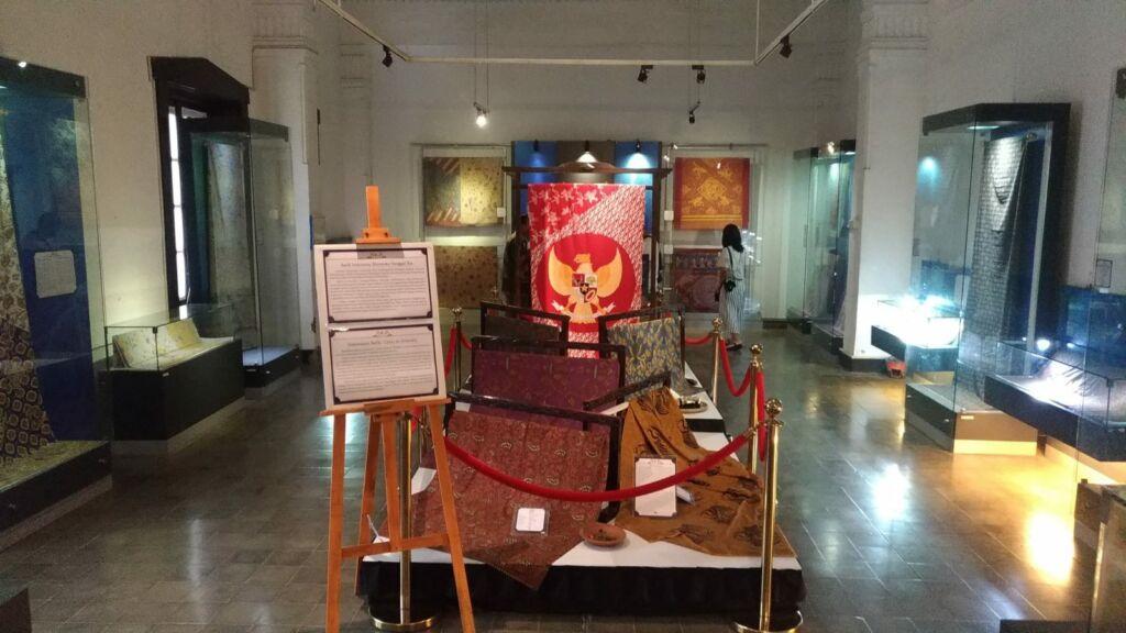 Batik Bercorak Pancasila di Museum Batik Pekalongan