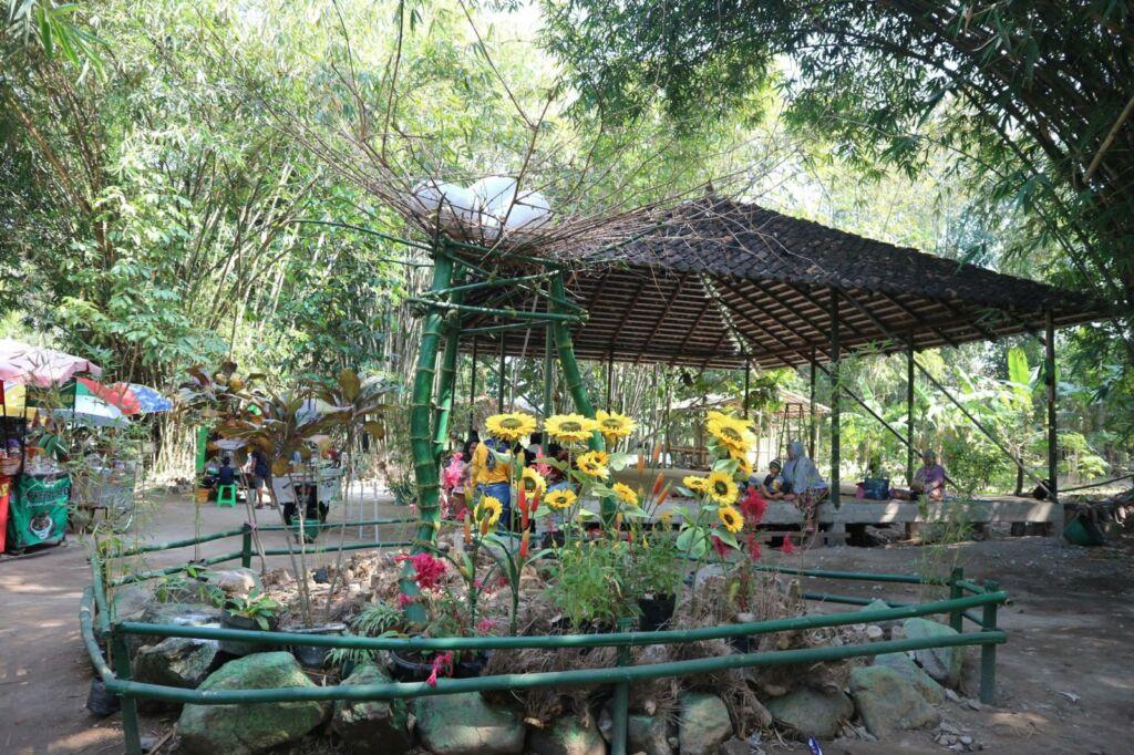 Bunga di Taman Glugut