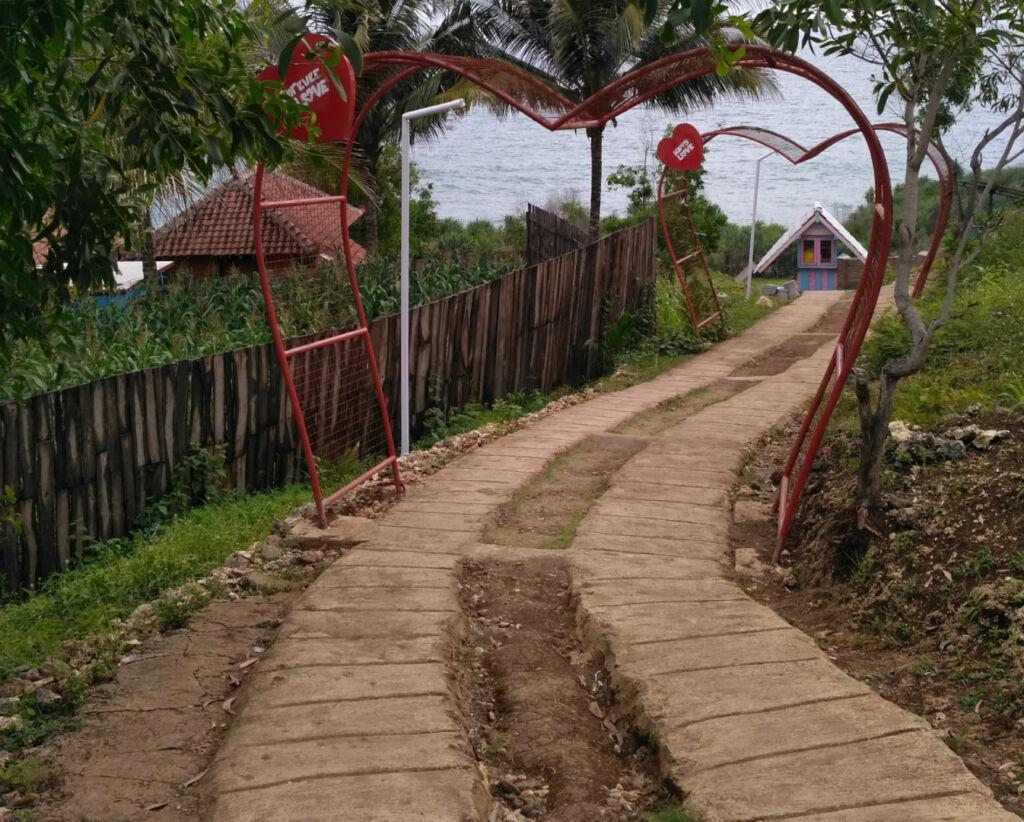 Jalur menuju ke pantai