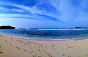Indahnya Pantai Sadranan