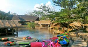 Suasana restoran Rumah Air Bogor