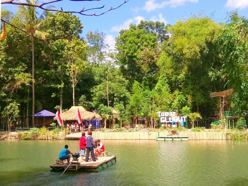danau di taman glugut bantul