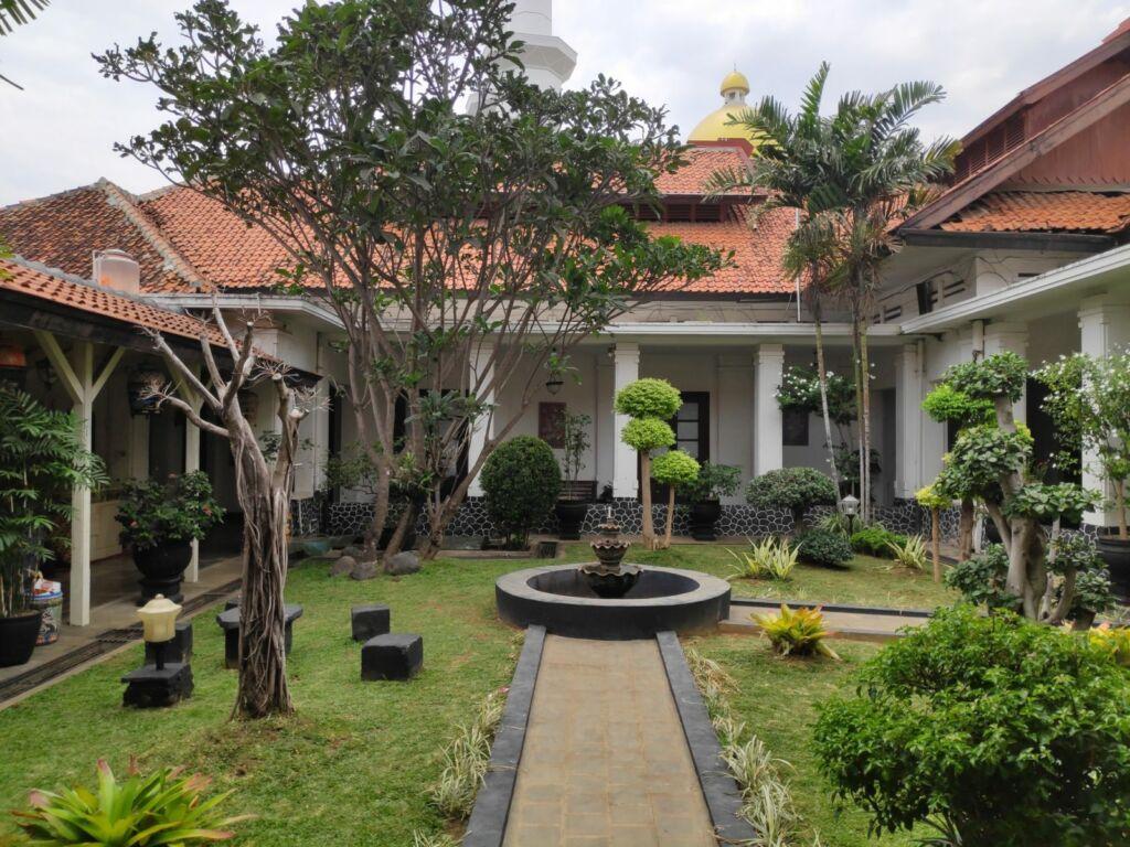 Taman di dalam Area Museum Batik Pekalongan