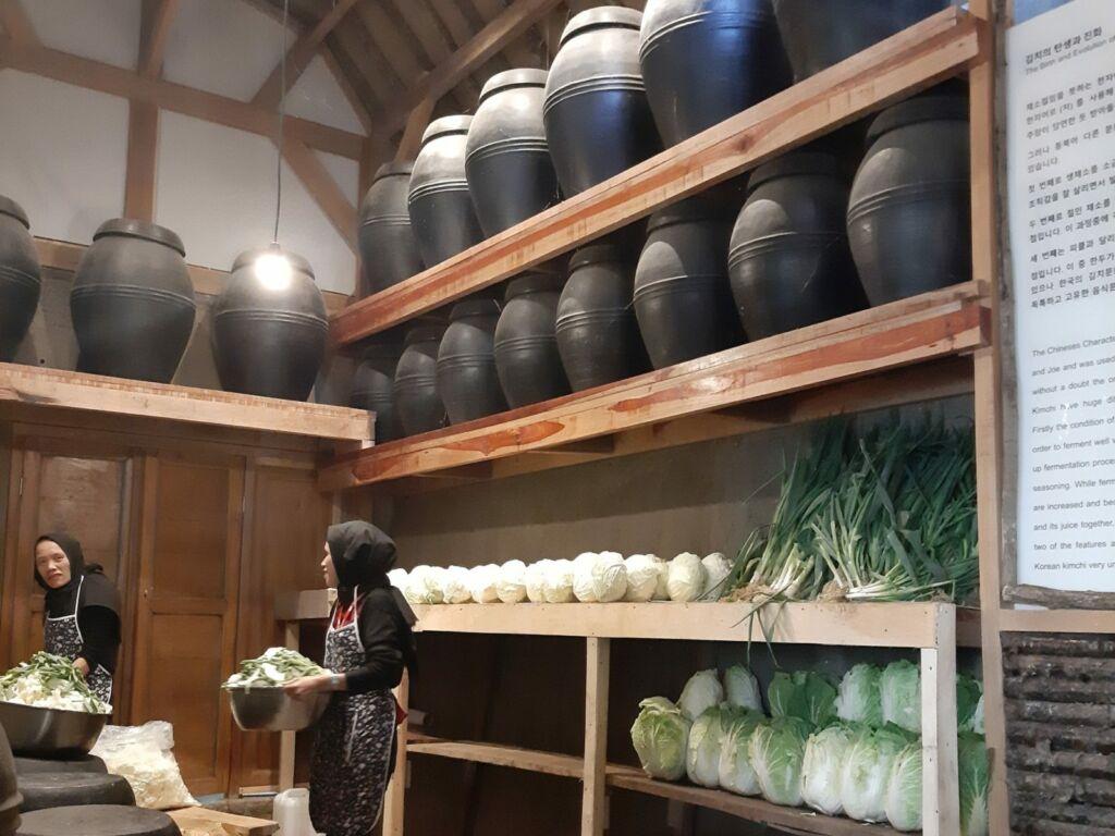 zona korea yang menampilkan kuliner khas negri ginseng