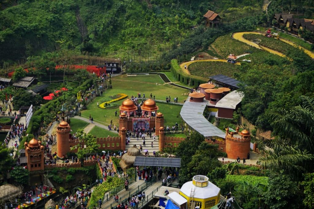 Kawasan taman The Great Asia Africa dengan berbagai bangunan miniatur dunia
