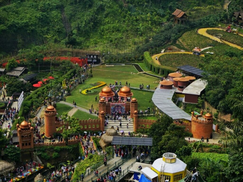The Great Asia Afrika tempat wisata di Lembang dengan berbagai ikon miniatur dunia
