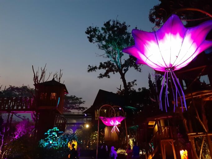 View malam hari di Rumah Sosis Lembang