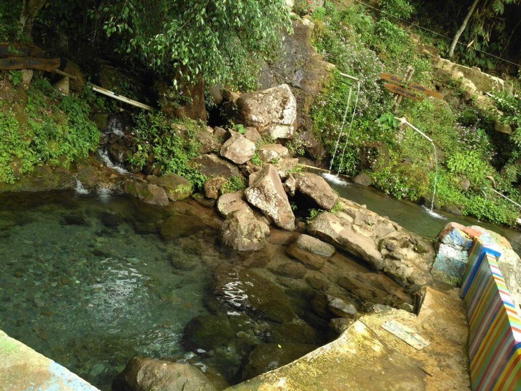 Dua kolam alami