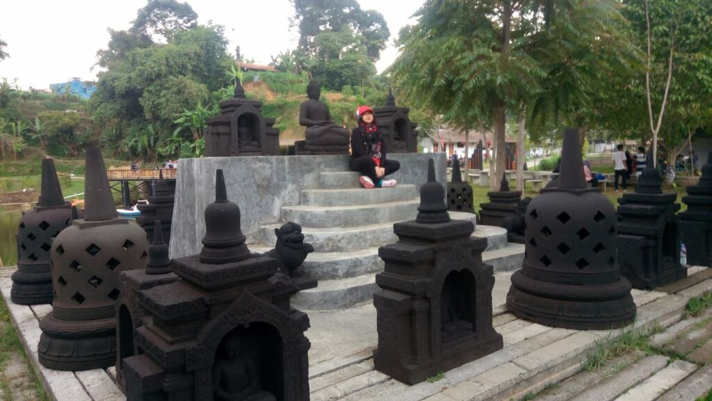 Replika stupa