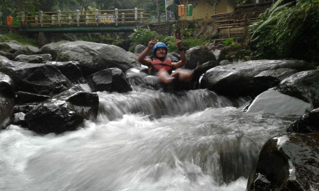 River tubing di Pondok Halimun