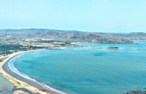 Pemandangan Laut dari puncak darma