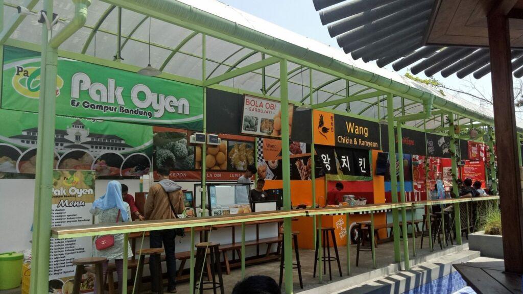 Food court di kampung korea bandung