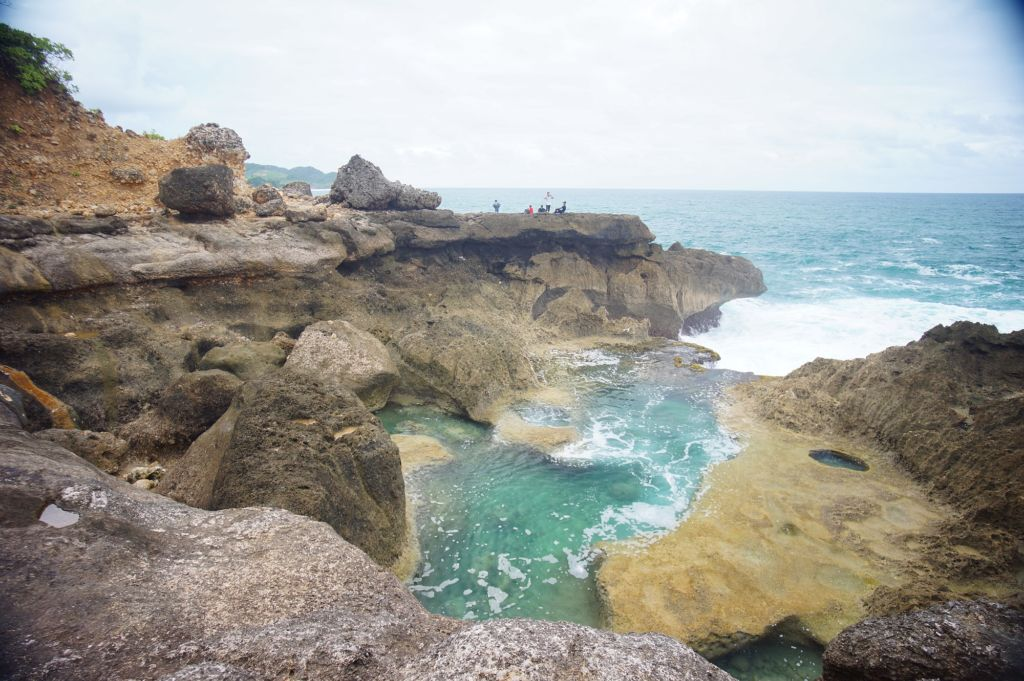 Eksotisme Pantai Kedung Tumpang Tulungagung