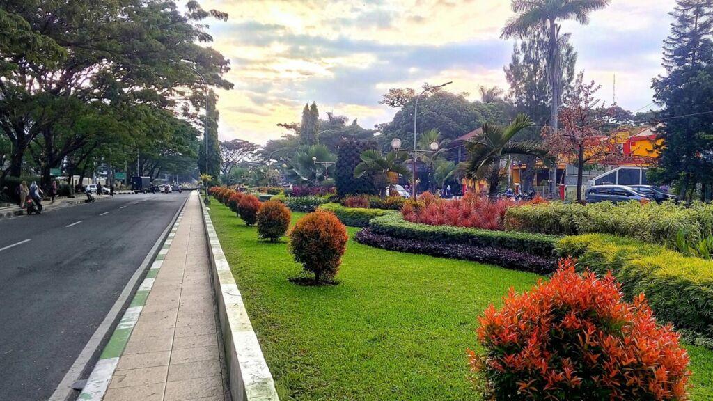 Indahnya Taman di sekitar Monumen Juang '45