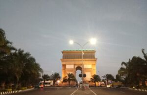 Monumen Simpang Lima Gumul di Malam Hari