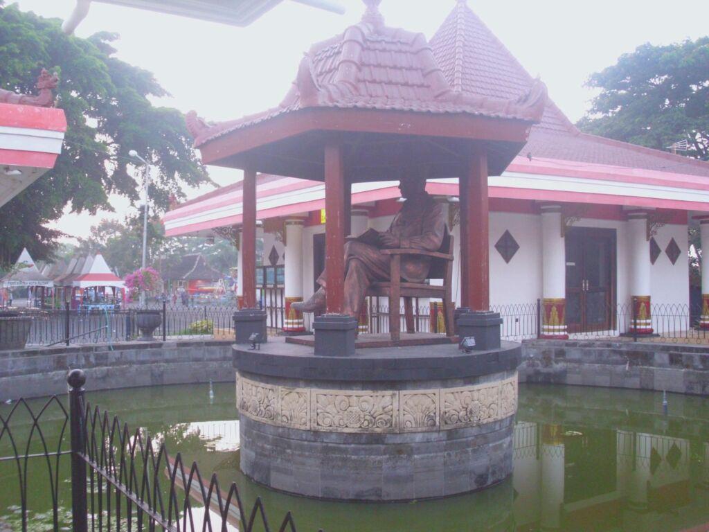Patung di Museum Makam Soekarno