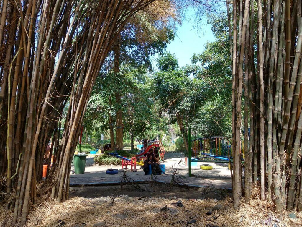 Taman Harmoni di dekat Hutan Bambu