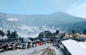 Barisan kios dan warung di TWA Gunung Tangkuban Parahu