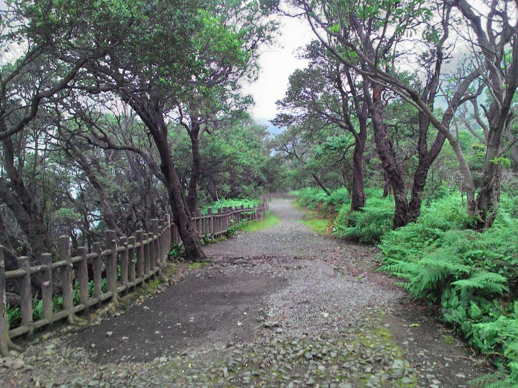 Area aman di sekitar Kawah Ratu