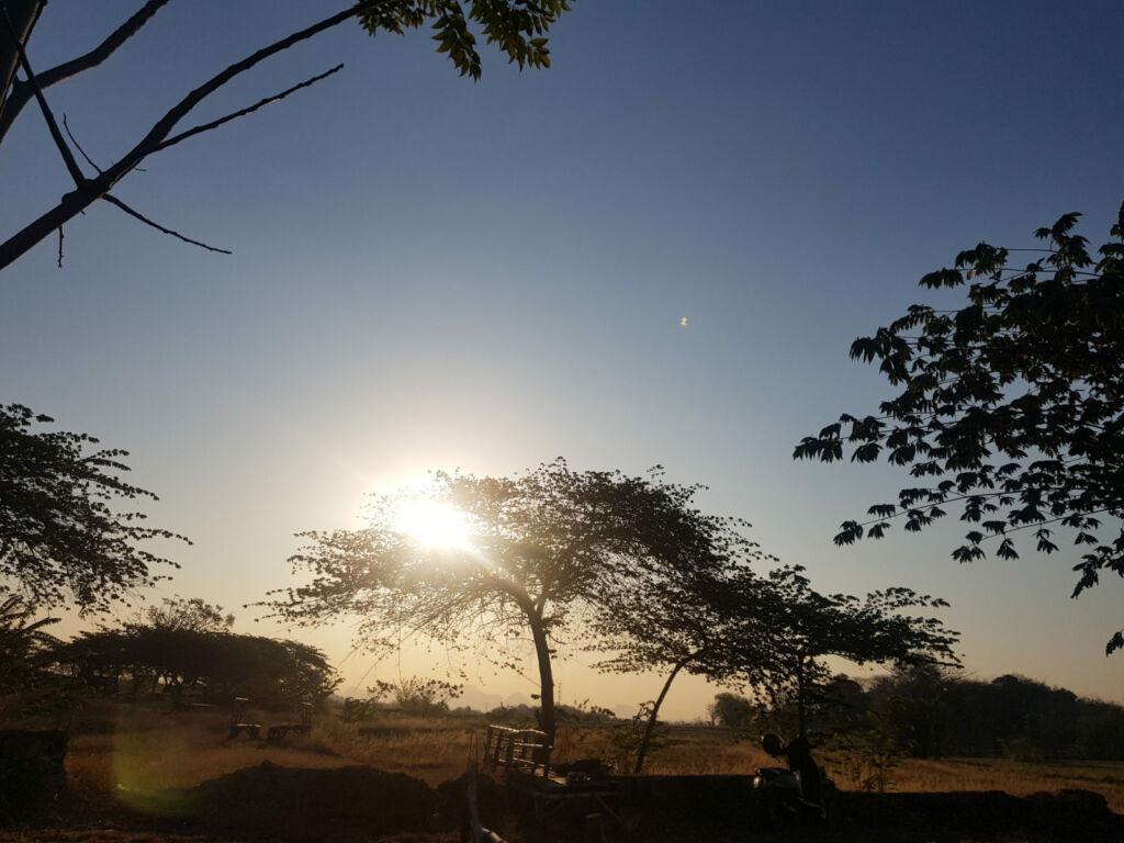 Matahari terbit di Bukit Gronggong