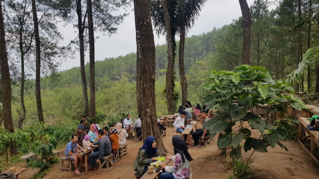 Keramaian pengunjung kedai kopi Kopisarasa