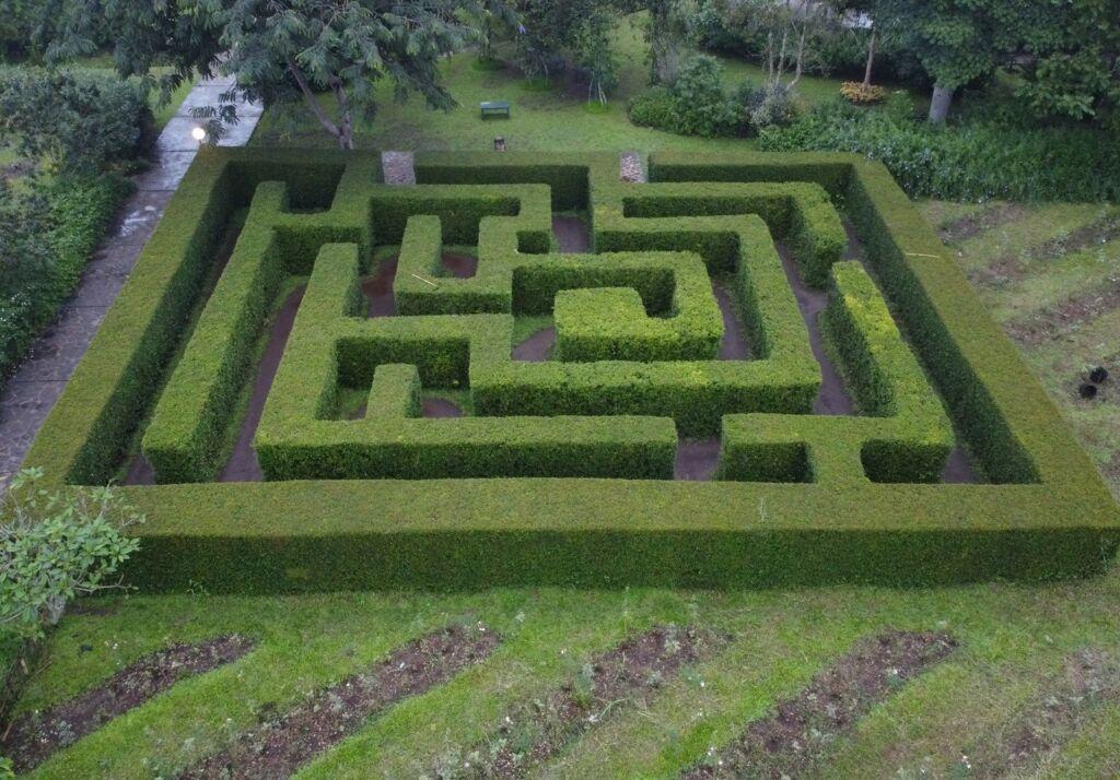 Labirin, tampak atas di Kebun Mawar Situhapa