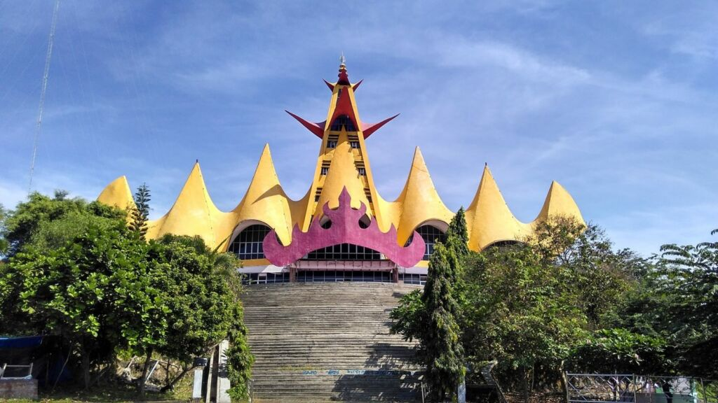 Menara Siger dengan Warna Terangnya