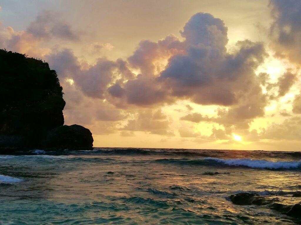 sunset di pantai bengkung