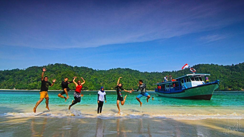 Teluk Kiluan Tanggamus Lampung