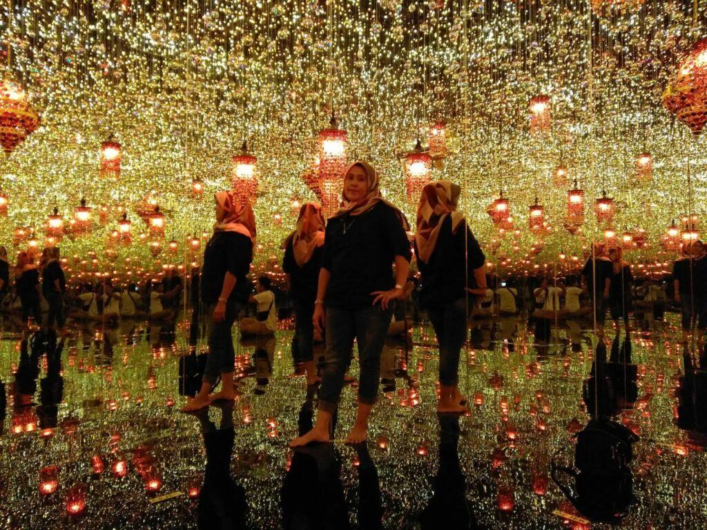 wahana foto dengan ribuan lampu di lampung walk