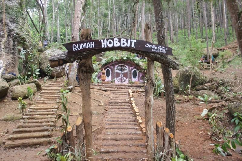 Gerbang menuju Rumah Hobbit