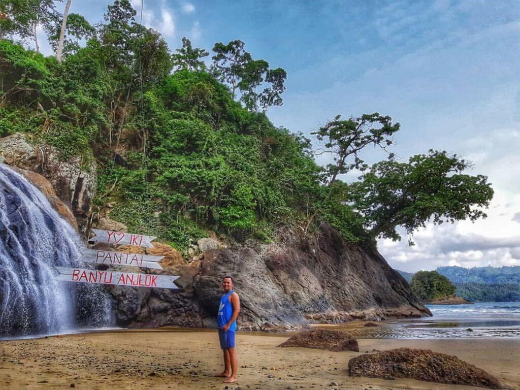 BANYU ANJLOK Malang Tiket & Pesona Air Terjun Tepi Pantai November
