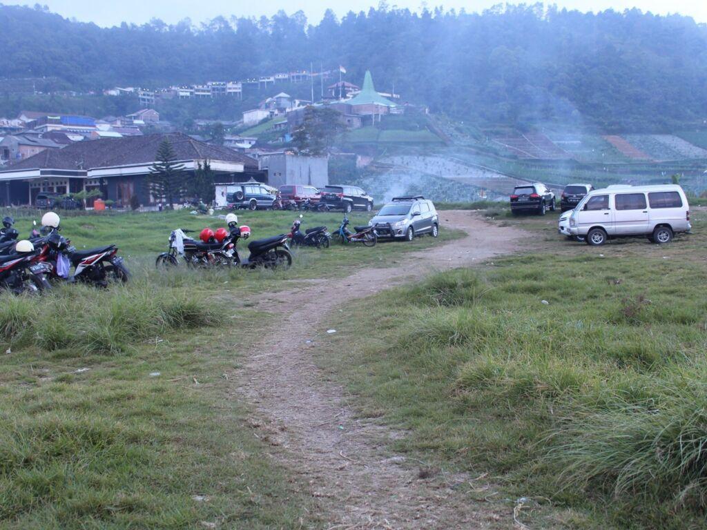 Lapangan parkir Tlogodringo