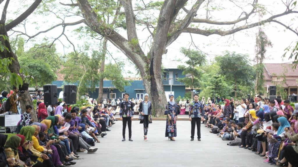 Acara Dhoho Street Fashion Show yang Diadakan di Taman Sekartaji Kediri. Foto: Google Maps / onny iman
