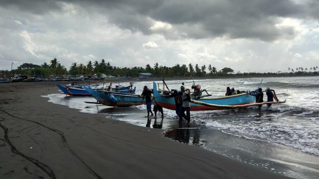 Aktivitas Para Nelayan di sekitar pantai