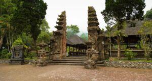 Bangunan Pura Luhur Batukaru Tabanan Bali bergaya arsitektur khas Bali dengn luas sekitar 2600 m2 - Anne CH Postma