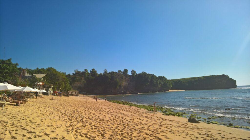 Bekas Jejak Kaki Aktivitas Pengunjung di Pantai