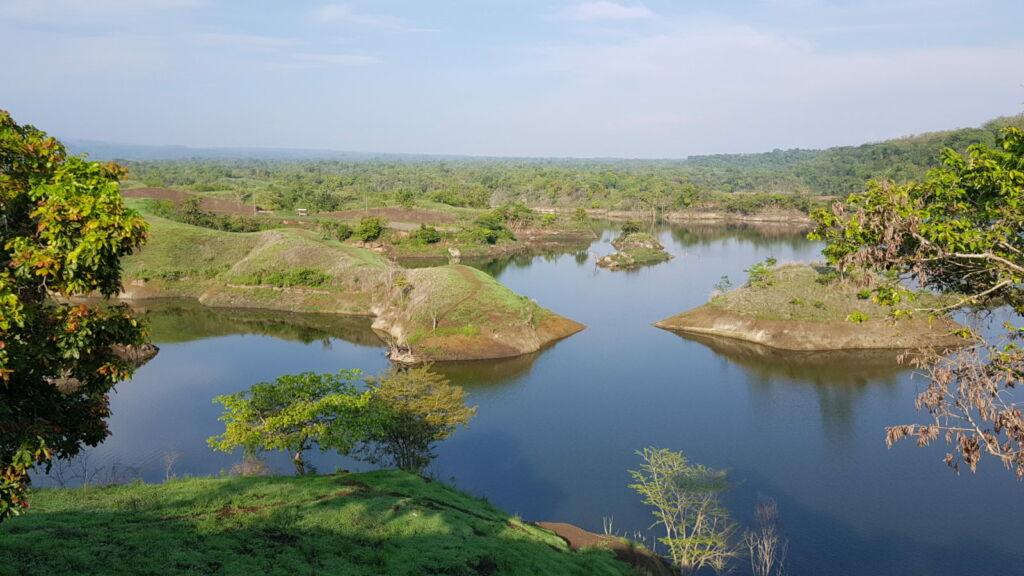 Pulau-pulau kecil di Waduk Bajulmati. Foto: Google Maps / Alexander Danniel