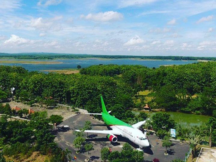 Pesawat Boeing yang Menjadi Icon di Wego Lamongan