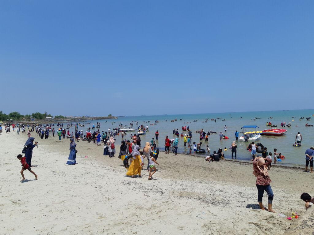 Pantai Delegan Gresik yang Dipadati Wisatawan Saat Musim Liburan. Foto: Google Maps / Muda firmansyah