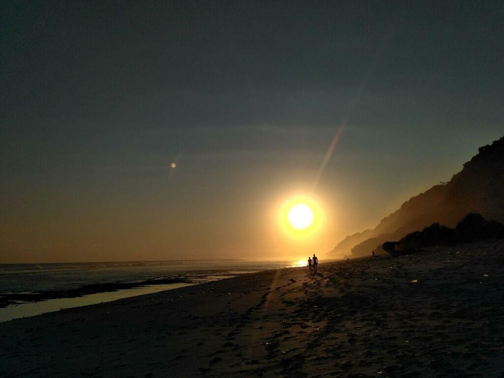 Keindahan terbenamnya matahari di pantai Nyang Nyang Badung Bali