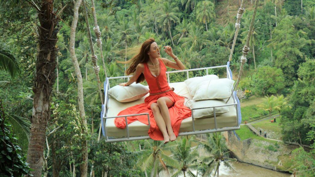 Mengayun di Bed Swing Bali Swing