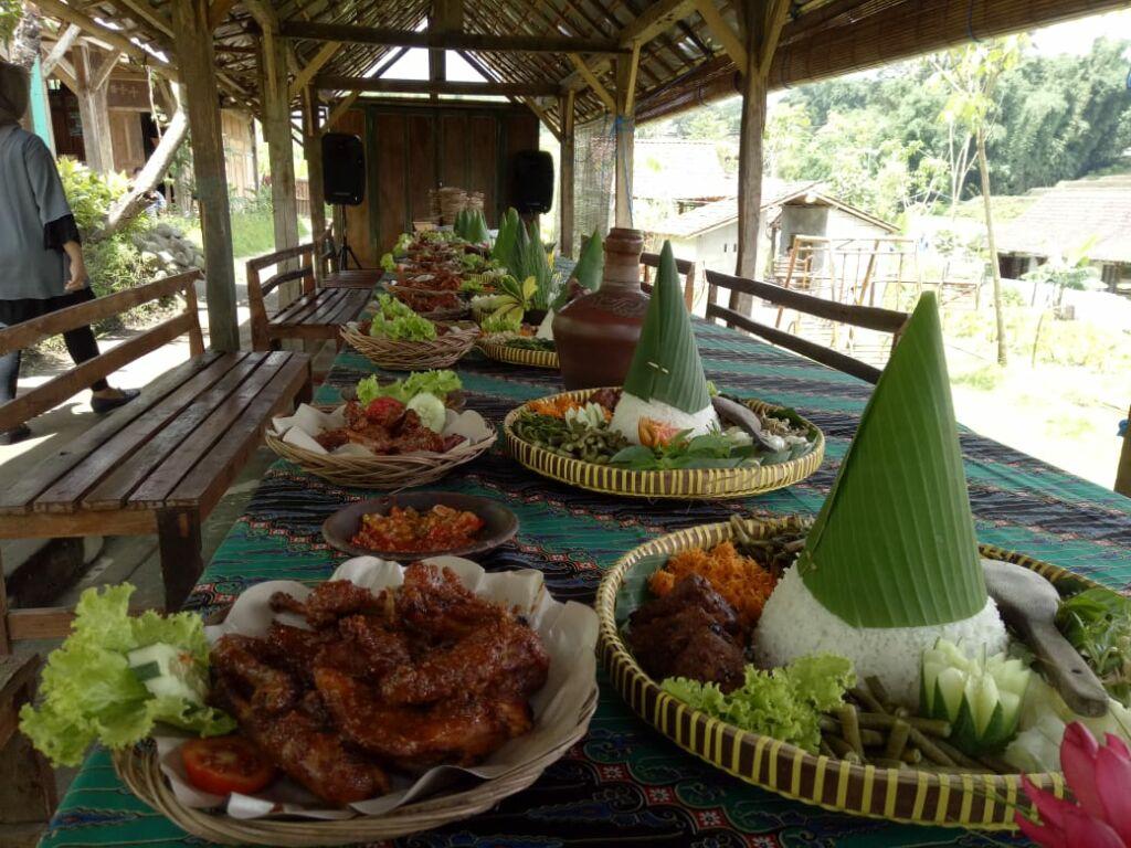 sajian wisata kuliner dengan menu-menu tradisional