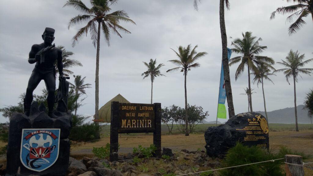 Papan Penanda Area Kemiliteran di Pantai Lampon. Foto: Google Maps / Barra 110117
