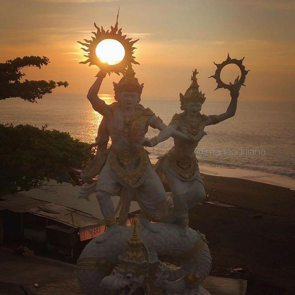 Patung Surya Candra setinggi tiga meter