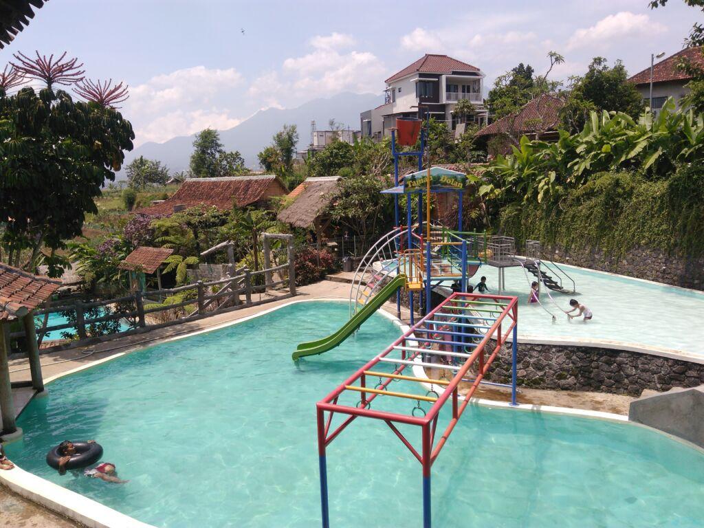Permainan Air di Taman Dolan Batu. Foto: Google Maps / Fety Winarta